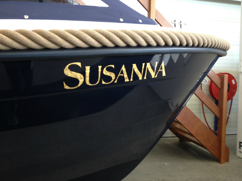 Gilding boat name with goldleaf