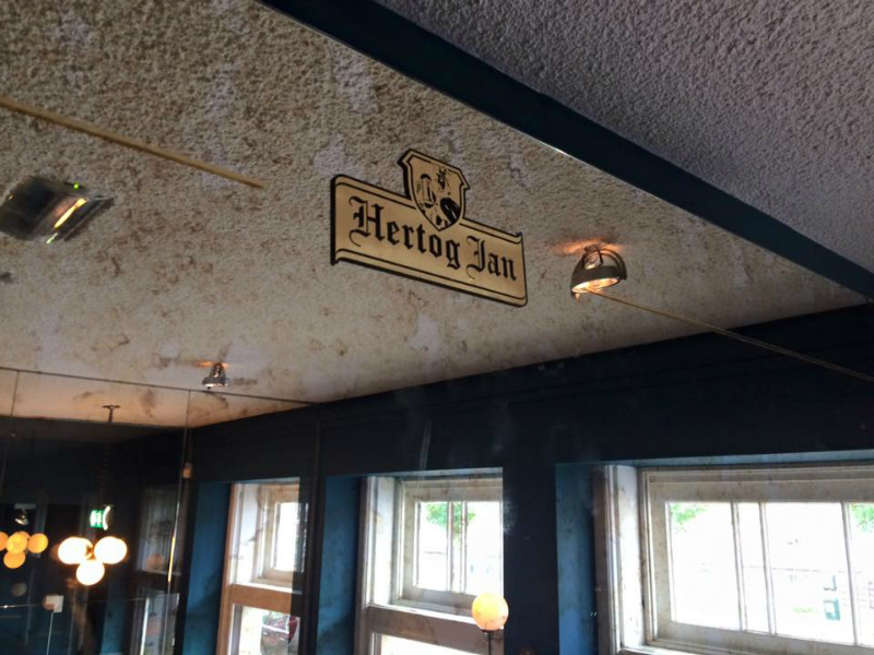 Gilded the hertog Jan logo on these mirrors at bar Weesper Amsterdam
