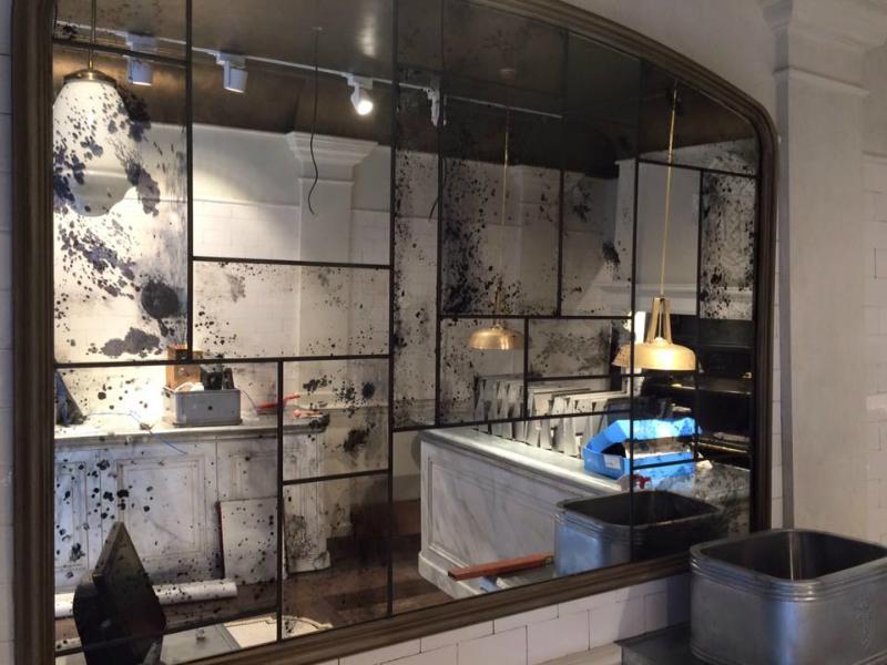 Antiek verweerde spiegels in glas en lood