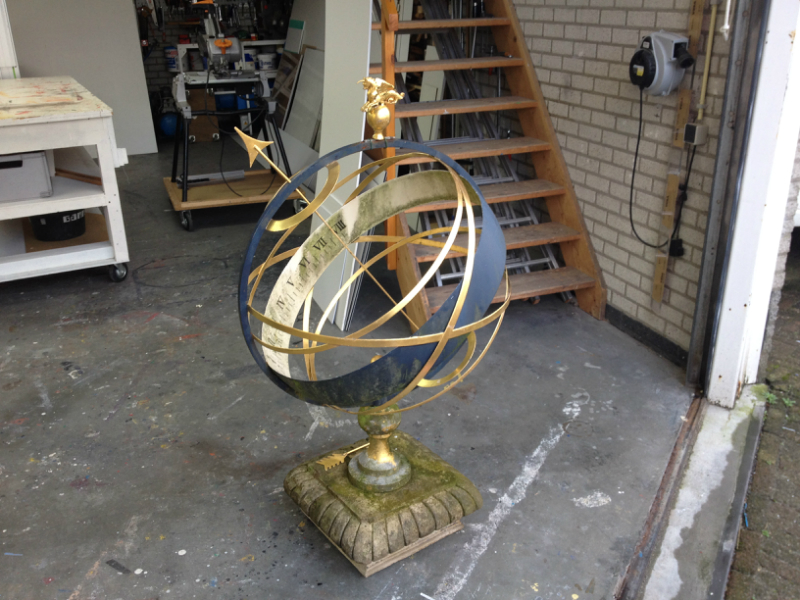 Restoration and gilding of an antique sundial