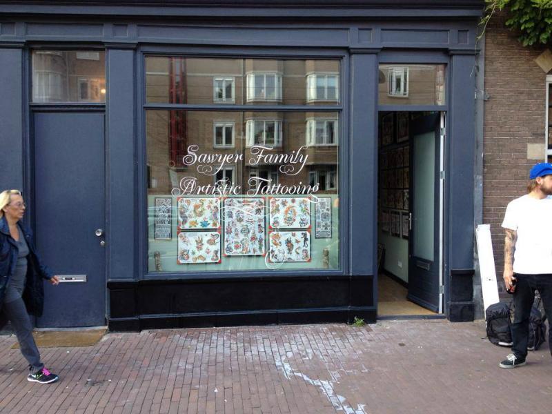Handgeschilderd raam in Amsterdam Krulletter Script stijl