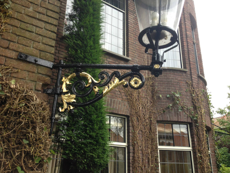 Gilding a cast iron house name and lantern
